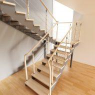 Проект лестницы на металлических косоурах, ступени - дуб, ограждение комбинированное.