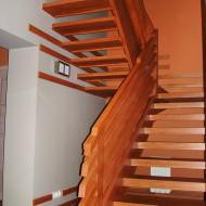 Лестница из бука. Тетива по одной стороне, ограждение из горизонтального букового профиля.