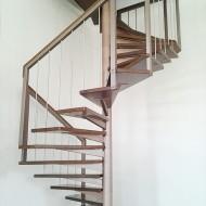 Модульная металлическая лестница. Модульное основание и ограждение - сталь, ступени и поручень - дуб.
