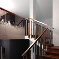 Проект лестницы на бетонном основании. Ограждение комбинированное - дуб/нержавеющая сталь/стекло. Ступени и поручень - дуб. Подступенки - дуб с декоративными металлическими вставками.