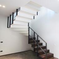 Лестница из стального листа. Облицовка ступеней - дуб.