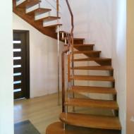 Лестница на больцах с забежными ступенями